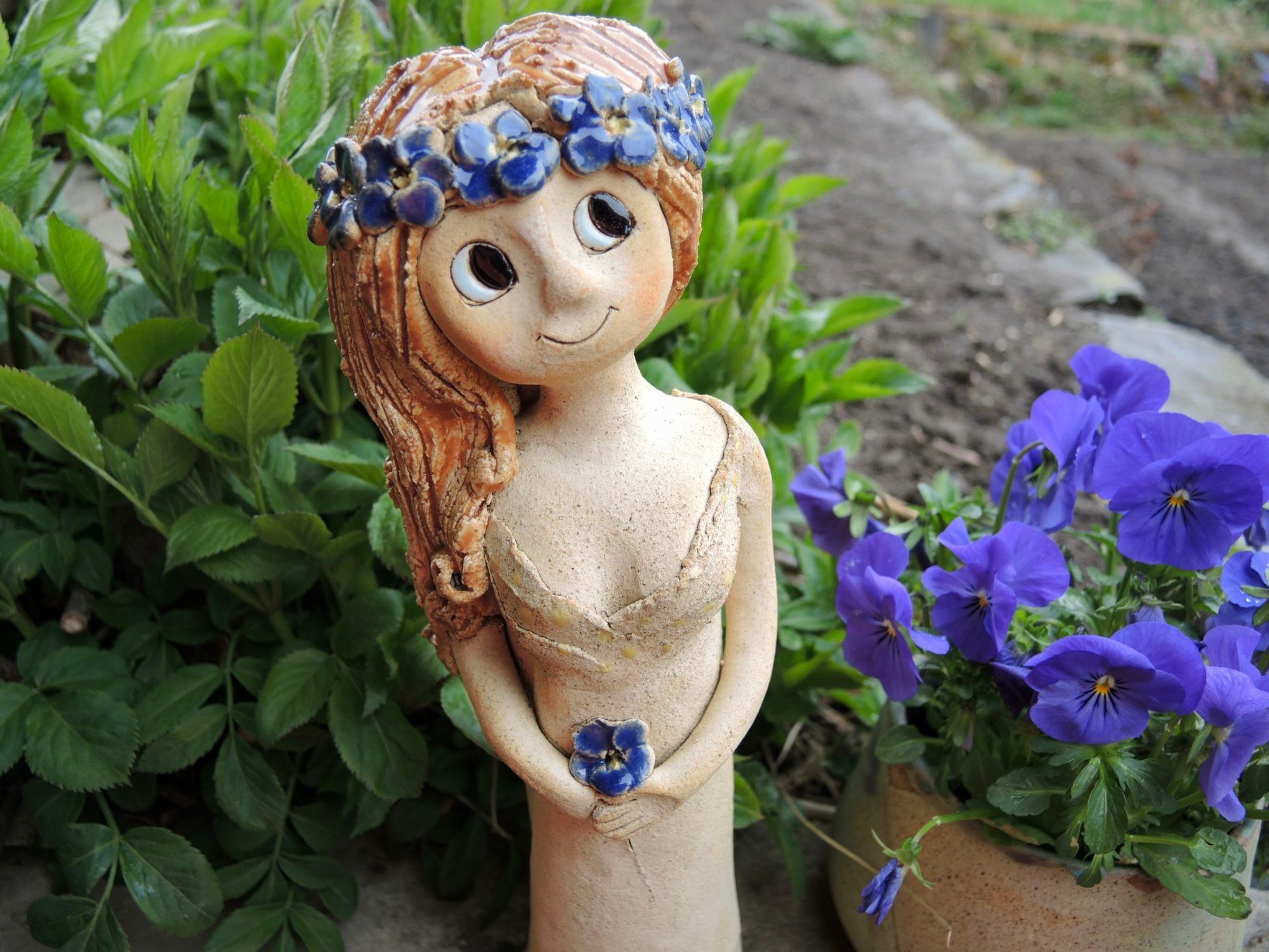 stojící víla pomněnka dívka dekorace socha soška panenka keramika andee