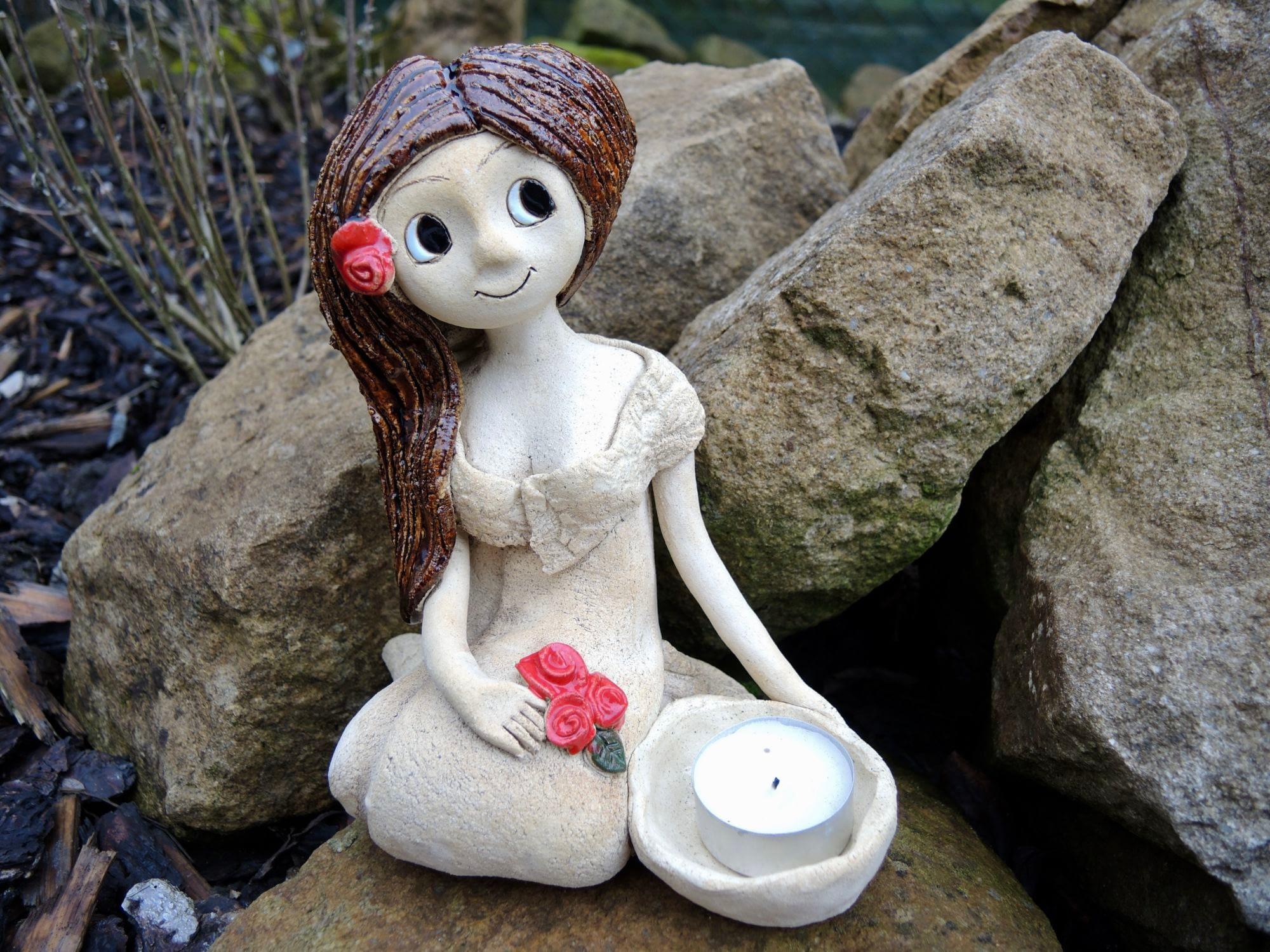 klečící Růženka s miskou svícen čajová svíčka víla keramika andee