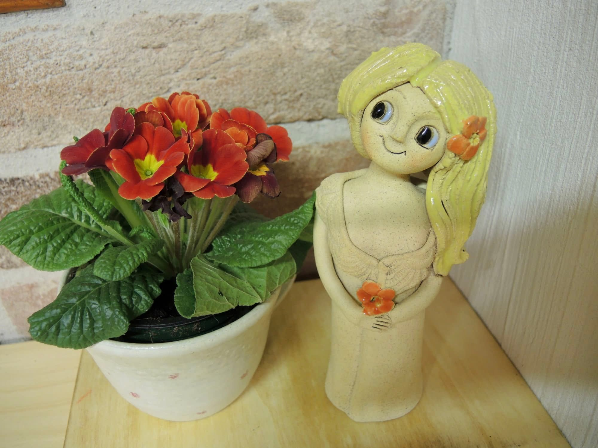 víla luční soška dívka keramika andee