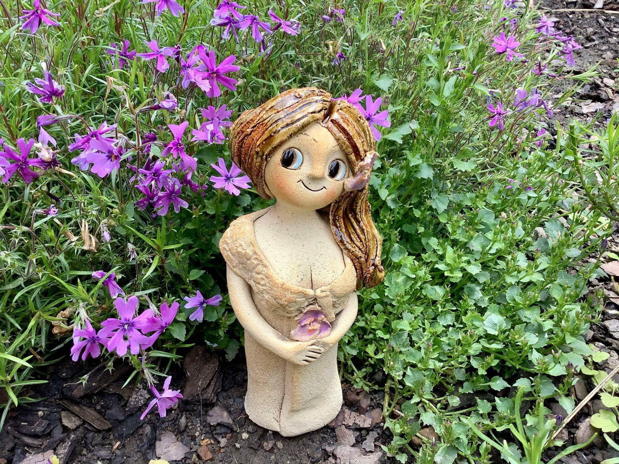 stojící víla fialka dívka dekorace socha soška panenka keramika andee
