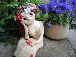 sedici víla rozjímání věneček květy pohoda dekorace panenka keramika keramikaandee