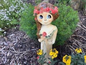 Víla socha růže Růženka zahrada dekorace keramika dívka keramikaandee květy