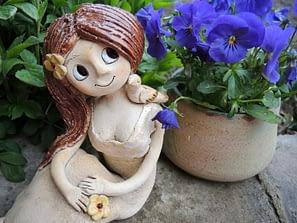 víla dívka panenka ptáček květina keramikaandee
