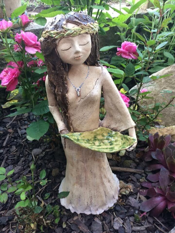 víla smiskou bohyně věneček květy louka keramika andee