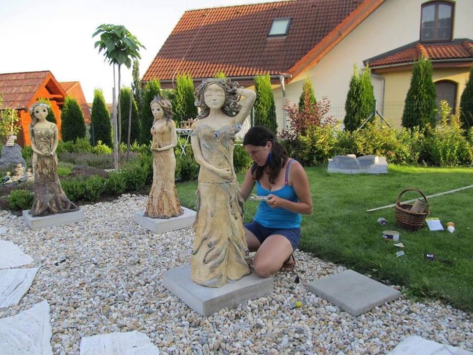 instalace soch vzahradě keramika Andee