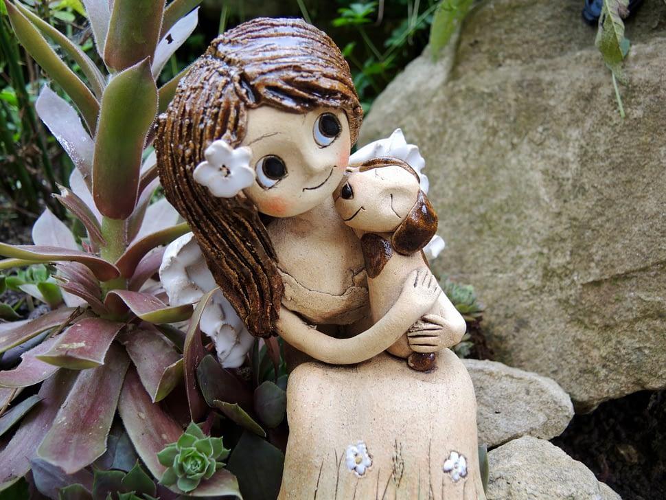 andělka dívka spejskem, pes, figura, dekorace, keramikaandee