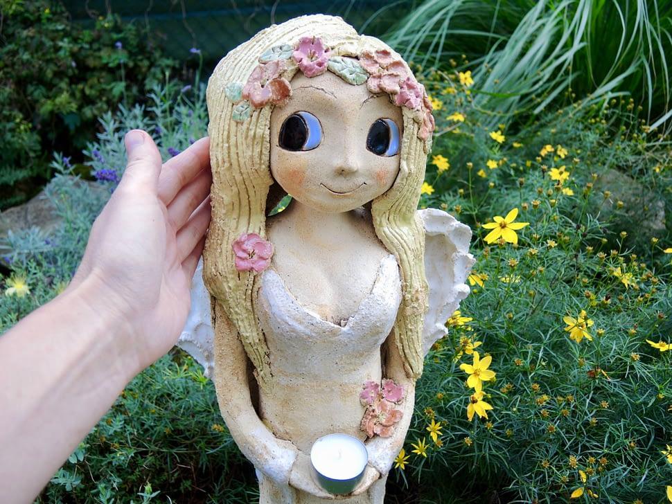 andělka světlonoš křídla světlo svíčka svícen květiny něha keramika andee socha velká andělka