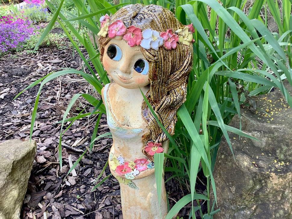 Velká vila šípková růže Vaněček květiny socha dekorace zahrada dívka keramika Andee