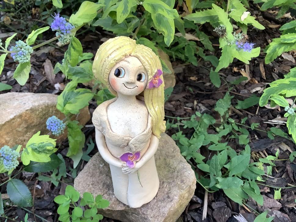 stojící víla fialka dívka dekorace